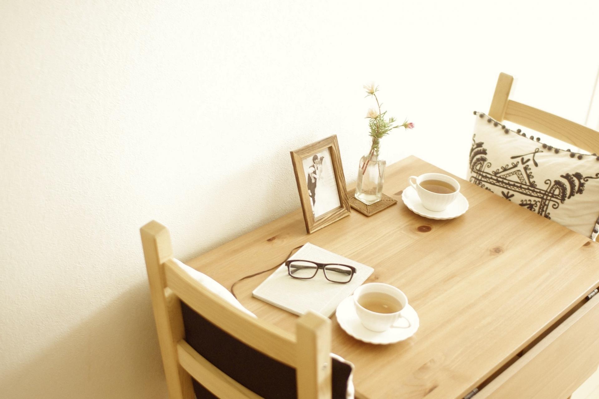木目調のダイニングテーブル