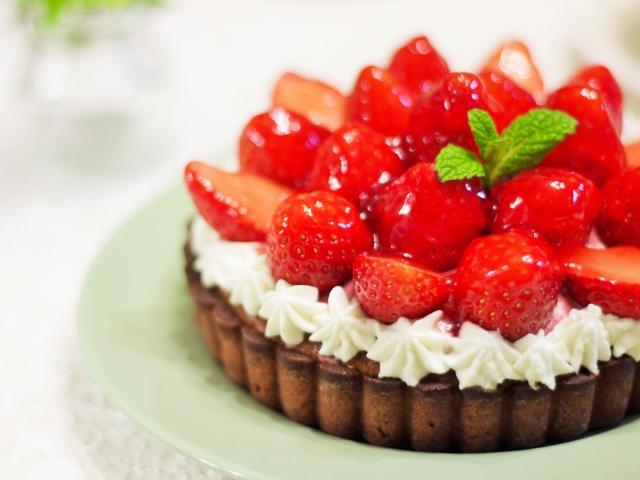 いちごのホールケーキの写真